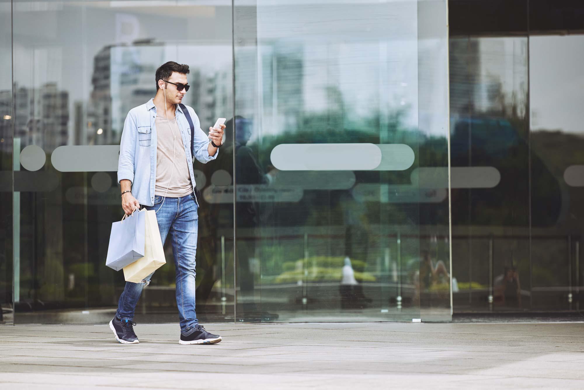 leaving-shopping-mall-KASSXKW.jpg